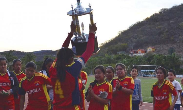 Plata para Puebla en futbol y voleibol