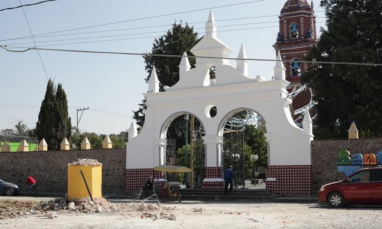 Continúan obras pese daños a la iglesia de Tonanzintla