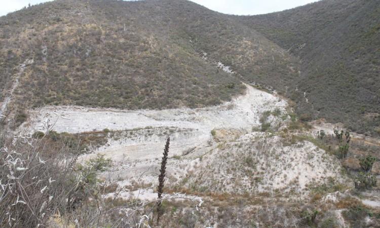 Exhiben daños de minera en cerro de La Yerbabuena