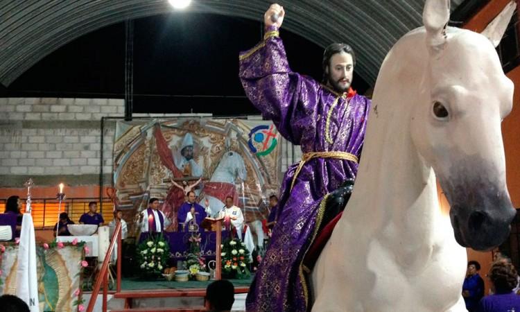 Reciben izucarenses réplica de la imagen de Santiago Apóstol