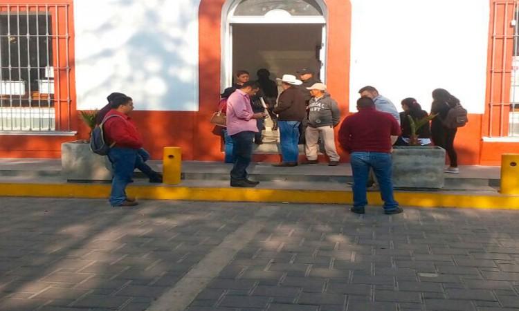 Exempleados toman alcaldía de Palmar