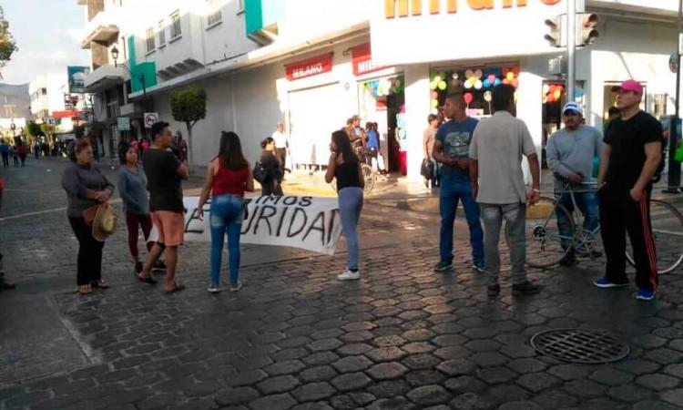 Bloquean vialidades para exigir seguridad en Tehuacán