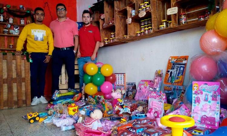 Colectan juguetes en Huauchinango para niños de escasos recursos