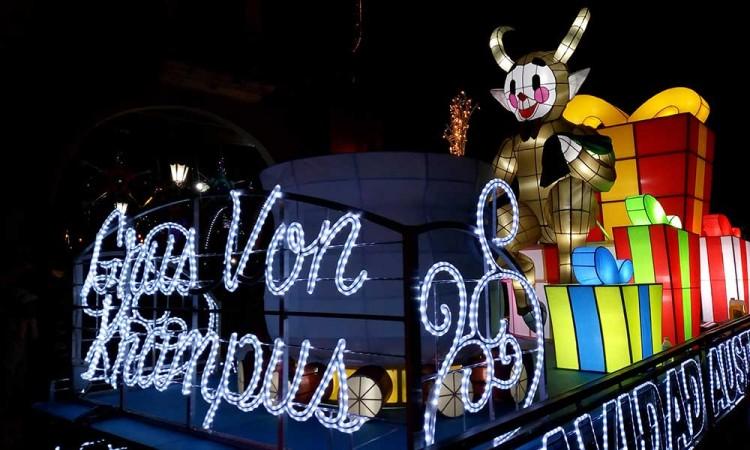 Engalanan desfile de Reyes en Atlixco 20 carros alegóricos