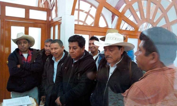 Acusan albazo en convocatoria para renovar juntas auxiliares de Huauchinango