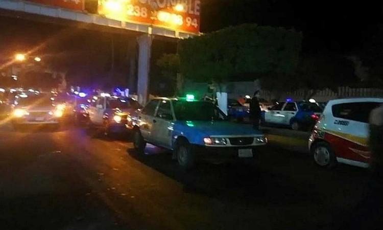 Protestan taxistas de Tehuacán; exigen seguridad