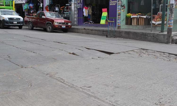 En Acatlán exigen reparar vialidades dañadas