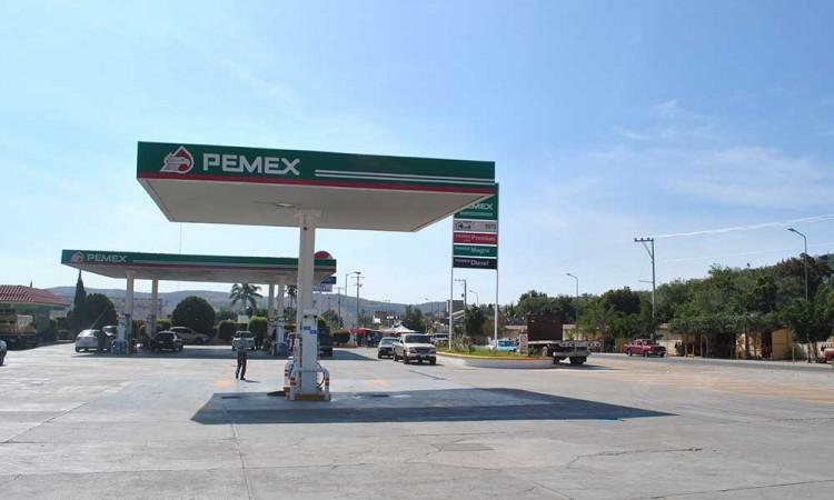 Sin desabasto de gasolina, en Acatlán