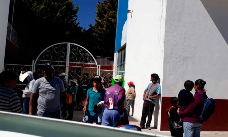 Se manifiestan pobladores de San Mateo Mendizábal