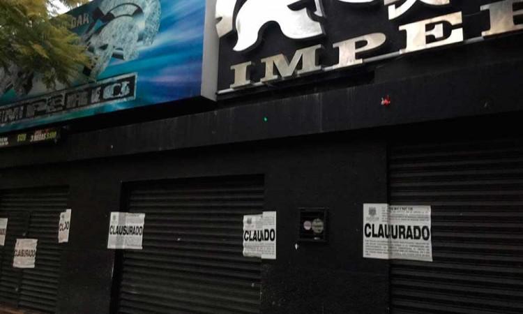 Bajan cortina a ocho bares en Tehuacán tras registrarse riñas en su interior