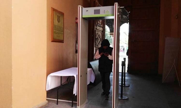 Instalan detector de metales en palacio municipal de Tehuacán