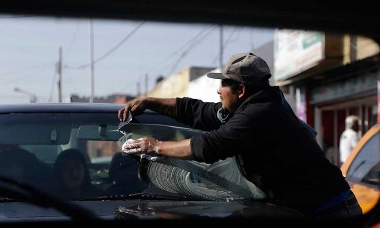 Plantean regular actividad de limpiaparabrisas en Tehuacán