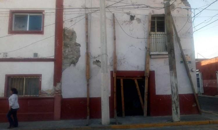 Entre escombros, casonas del centro de Atlixco
