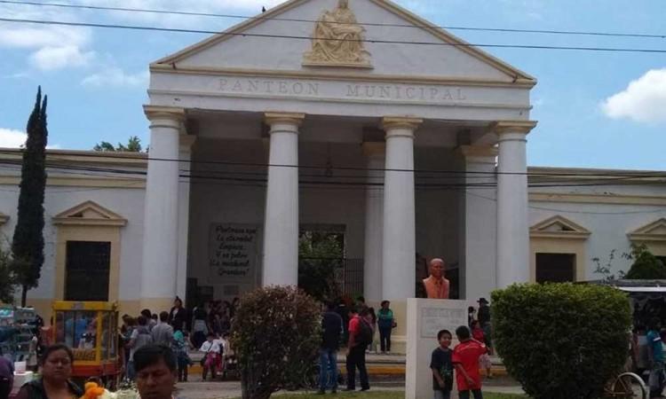 Vendieron hasta los pasillos para tumbas en Tehuacán