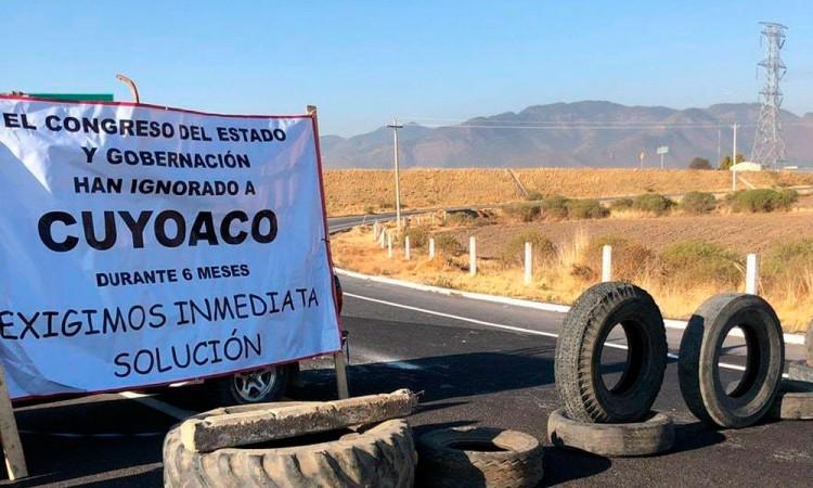 Día 2, manifestantes mantienen bloqueo de accesos a Cuyoaco