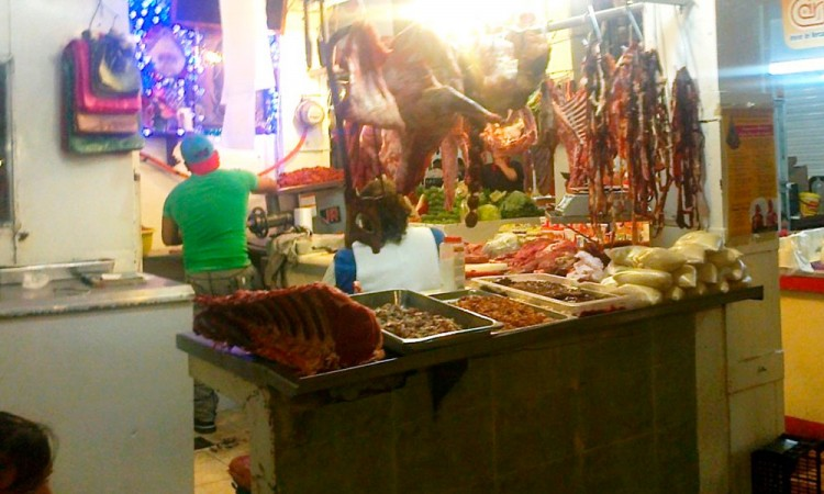 Alertan por falta de control sanitario en carnicerías de Tehuacán