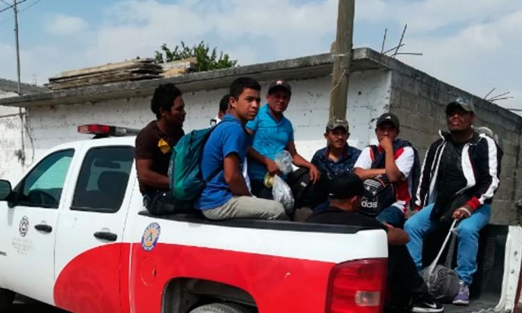 Llega caravana de migrantes a Texmelucan