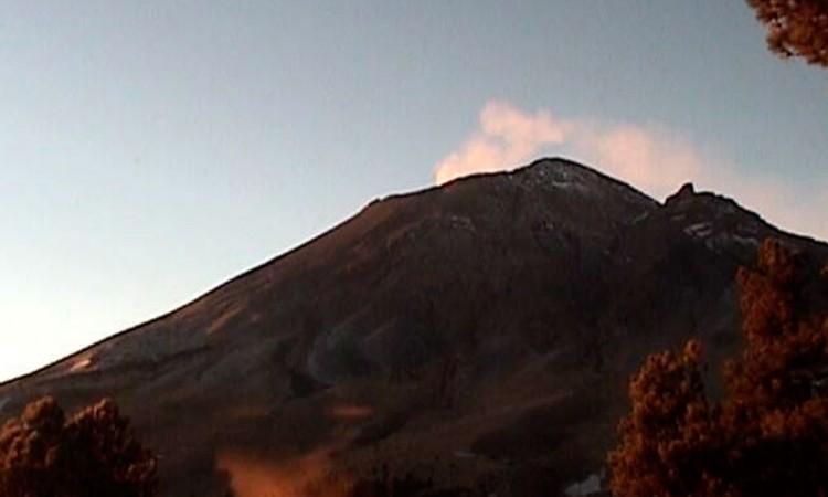 Prevén caída de ceniza en 9 municipios por actividad volcánica
