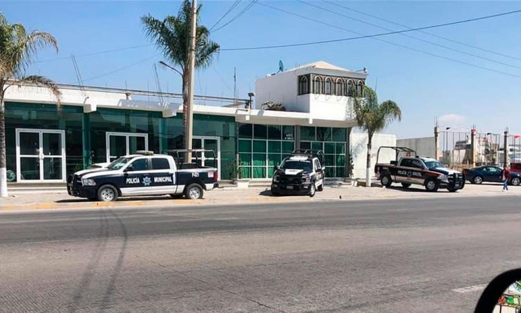 Resguardan patrullas negocio del alcalde de Amozoc