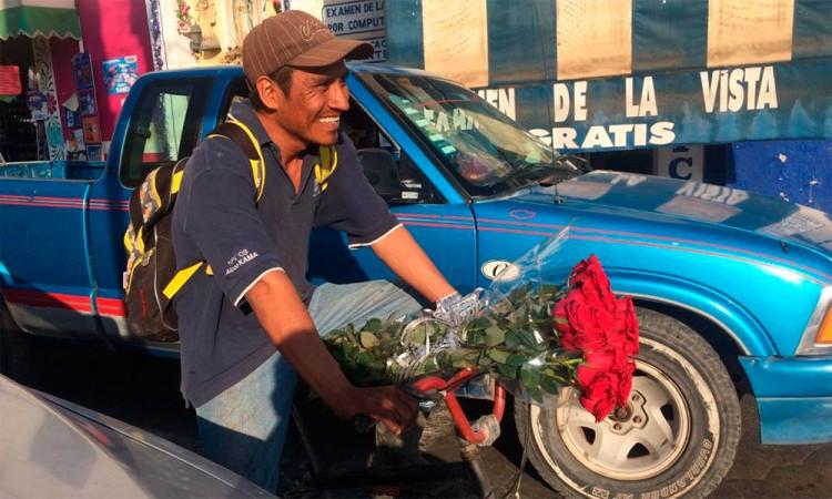 Venden docena de rosas hasta en 400 pesos por 14 de febrero