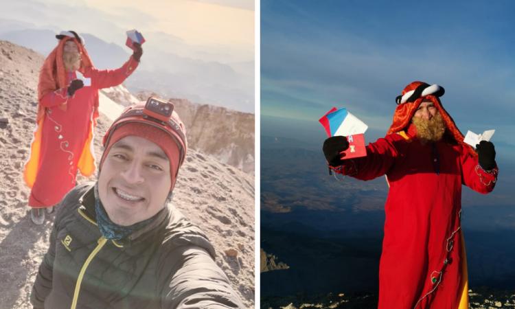 Alpinista poblano entrega cartas de Reyes Magos desde el Pico de Orizaba