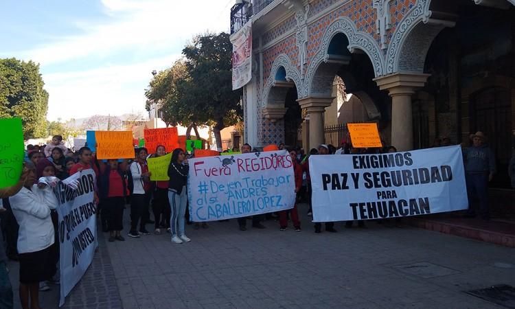 Claman con manifestación que Caballero López sea alcalde de Tehuacán
