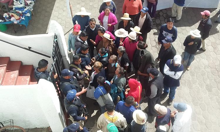Toman alcaldía de Juan C. Bonilla por falta de transparencia en obras