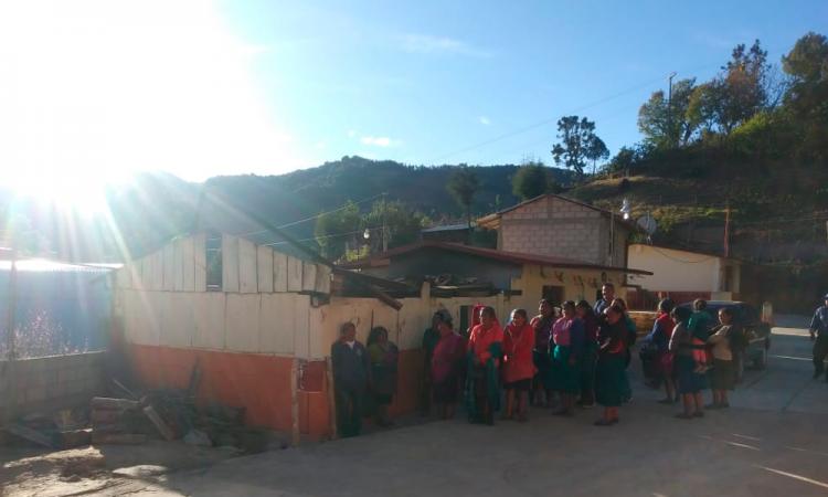 Por fuertes vientos, techos de desayunadores se derrumban en Tehuacán