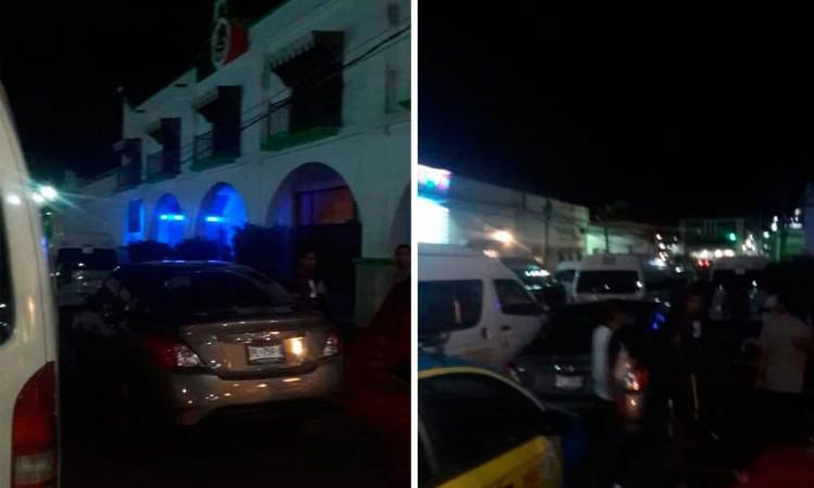 Taxistas toman presidencia de Chiautla de Tapia