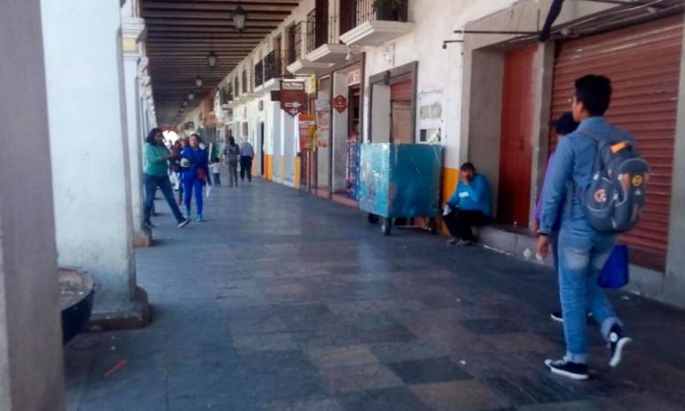 Desalojan a ambulantes del portales de Acatzingo