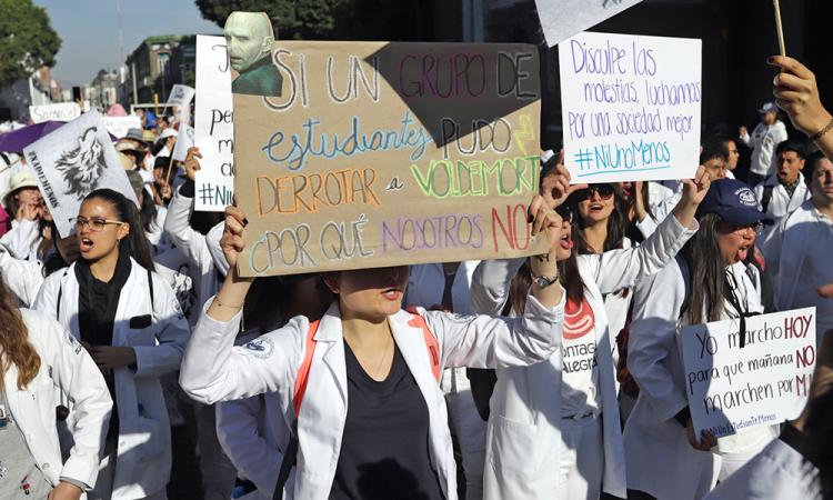 Estudiantes de Izúcar marchan a la par que universitarios de Puebla