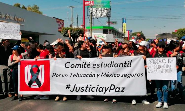 Estudiantes de Tehuacán marchan pacíficamente