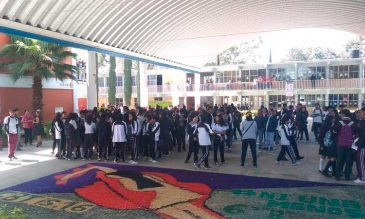 Alumnas de bachiller se manifiestan por acoso sexual en Atlixco