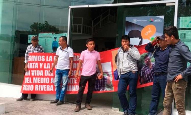 Activistas cierran vialidad por caso de Sergio Rivera Hernández