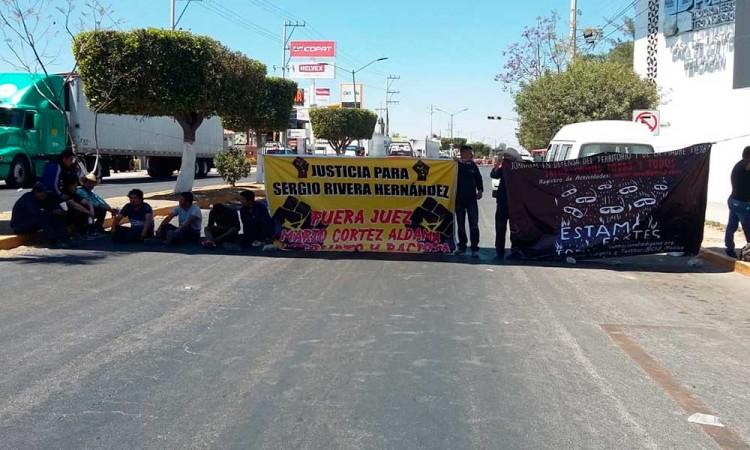 Por discriminación, tercer día de protesta en Tehuacán