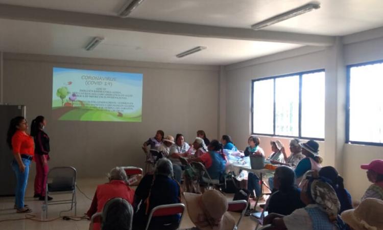 Asesoran sobre COVID-19 a adultos mayores de Ocoyucan