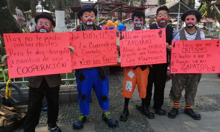 Protestan payasos de Huauchinango por no poder trabajar en contingencia