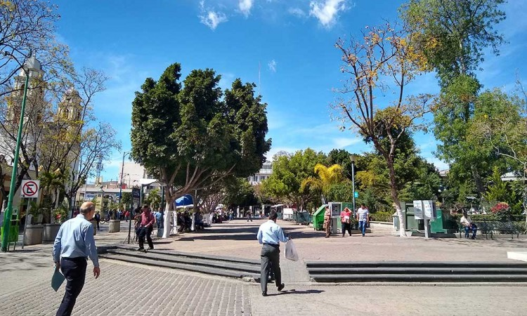 Tehuacán clausura bancas de parques por COVID-19