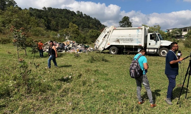 Acusan a edil de Huauchinango por descarga ilegal de basura