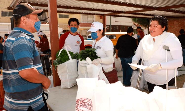Ayuntamiento de San Andrés entrega despesas a bajo costo