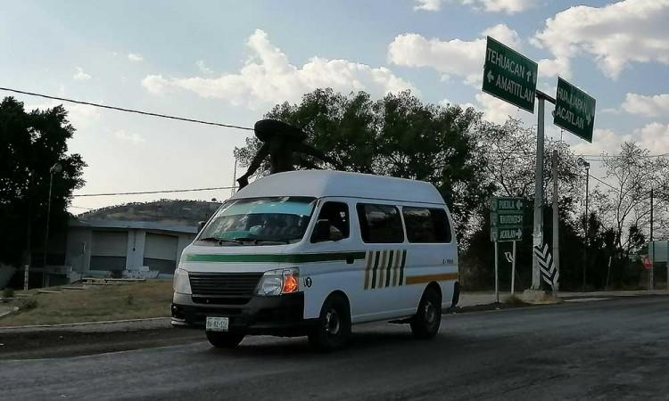 Acatlán cierra el paso al transporte público foráneo por COVID-19