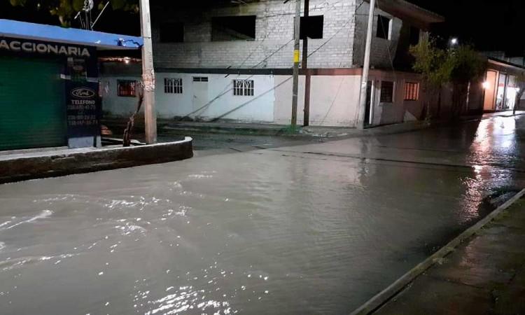 Tormenta deja inundaciones, corte de luz y árboles caídos en Tehuacán