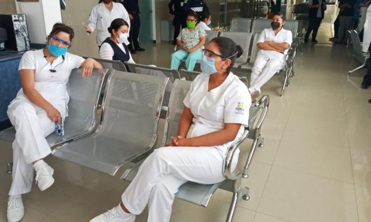 Protesta personal del Hospital General de Tehuacán, piden derechos laborales
