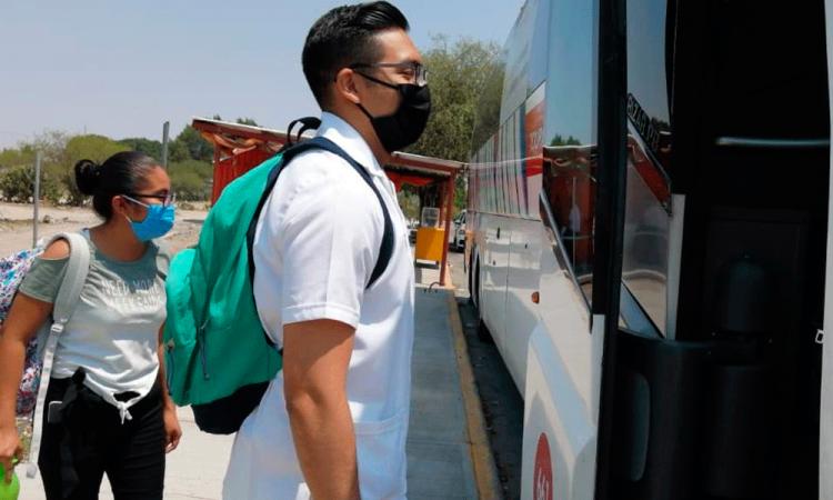 Más de 800 médicos se benefician con transporte gratuito en Tehuacán