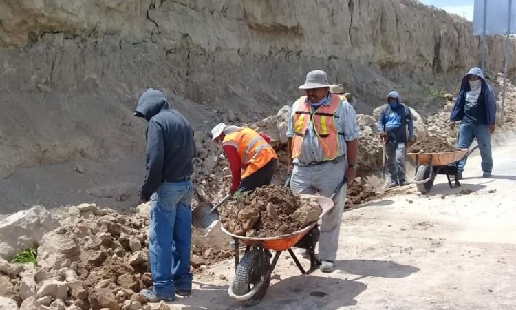 Atienden deslaves en Santa Cruz Alpuyeca y Coxcatlán