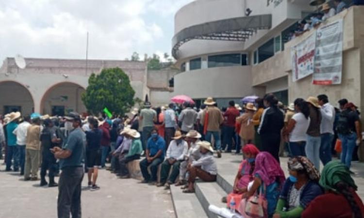 Manifestación en Tlacotepec; exigen apoyos alimentarios