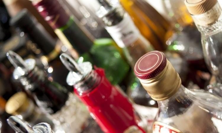 Mueren dos personas en Tochtepec por consumir alcohol adulterado