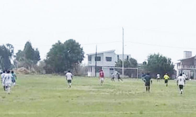 Coronango continúa con partidos de fútbol en plena contingencia sanitaria