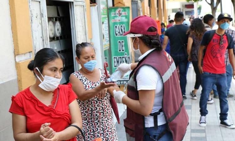 En Tehuacán siguen sin aplicar cuarentena y salen a las calles