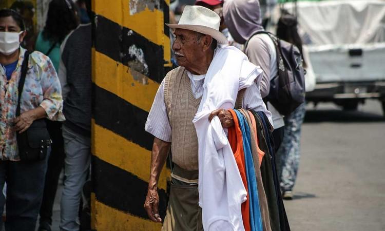 Ambulantes se resisten a abandonar calles en Cholula